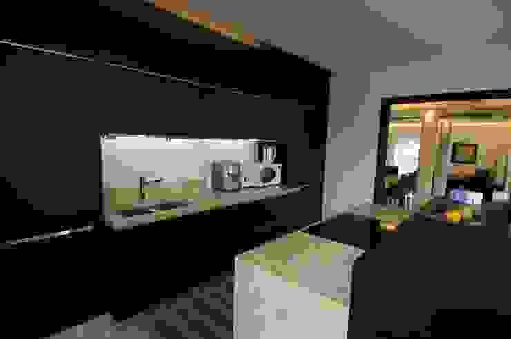 Dettaglio della cucina Cucina in stile mediterraneo di CARLO CHIAPPANI interior designer Mediterraneo