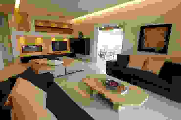 Vista dell'area relax del soggiorno: Soggiorno in stile  di CARLO CHIAPPANI  interior designer