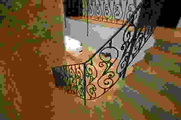 Corredores, halls e escadas mediterrânicos por CARLO CHIAPPANI interior designer Mediterrânico