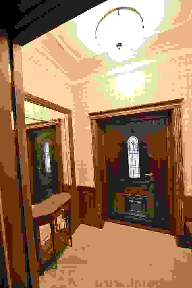 Дизайн-проект интерьера тамбура. Коридор, прихожая и лестница в классическом стиле от ИнтеРИВ Классический