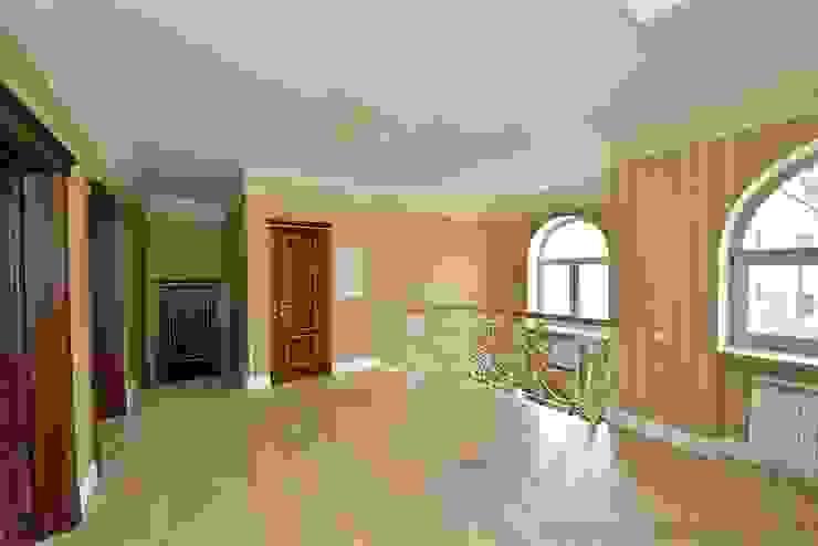 Дизайн-проект интерьера холла (2 этаж). Коридор, прихожая и лестница в классическом стиле от ИнтеРИВ Классический