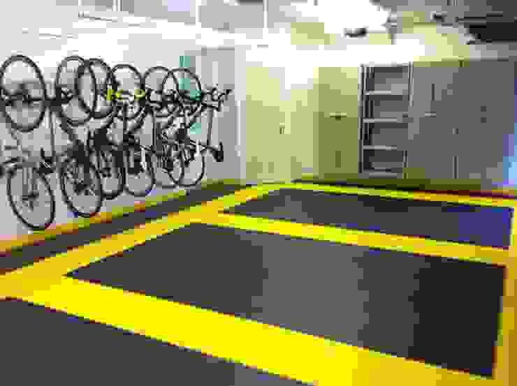 Tiled floor - a great solution for the garage van Garageflex