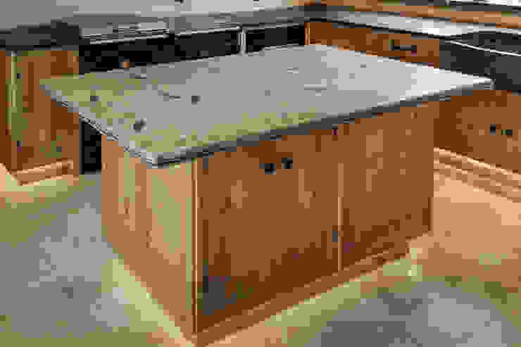 Island unit PAN|brasilia UK Ltd Eclectic style kitchen