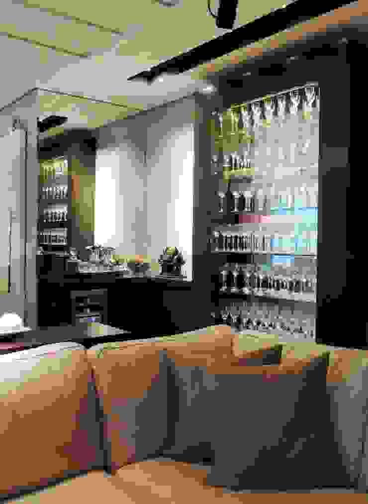 Bodegas de vino de estilo moderno de Roesler e Kredens Arquitetura Moderno