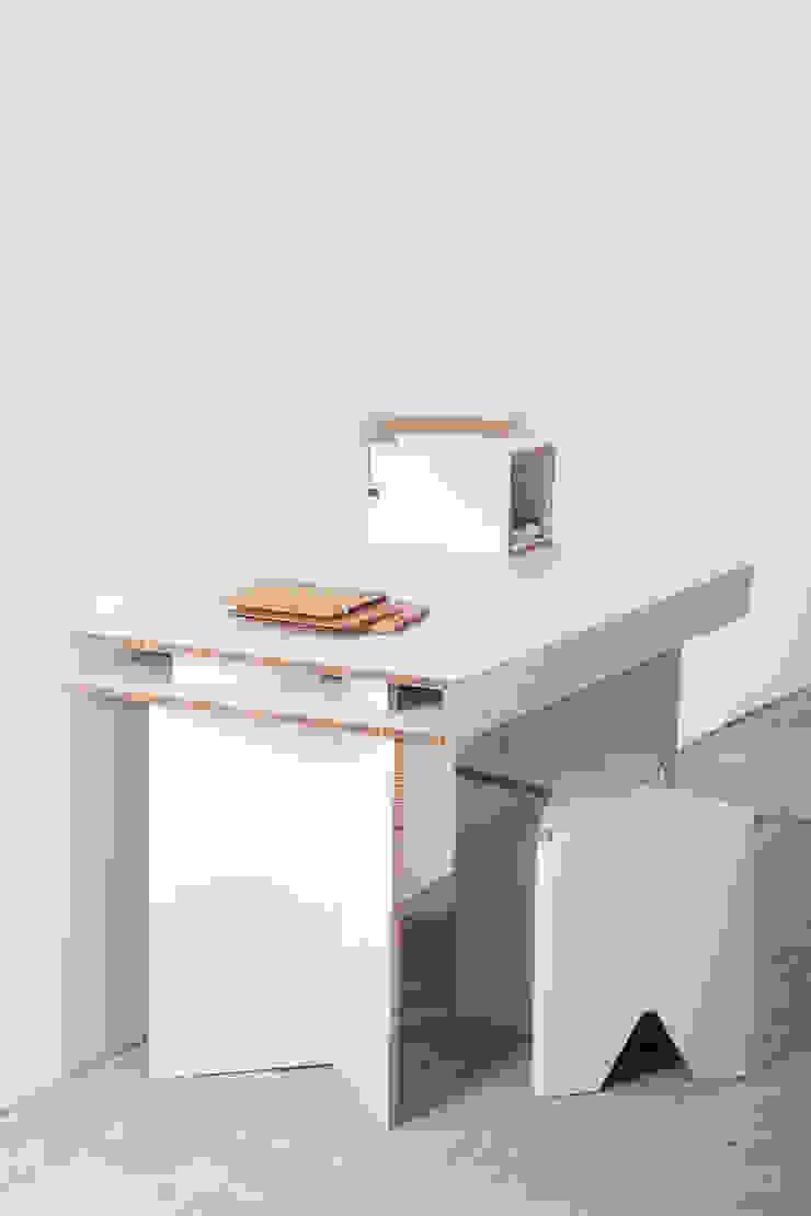 http://www.cardboard.es/es/home/11-mesa-de-carton-de-estudio-munerix.html de CARDBOARD FURNITURE AND PROJECTS Escandinavo