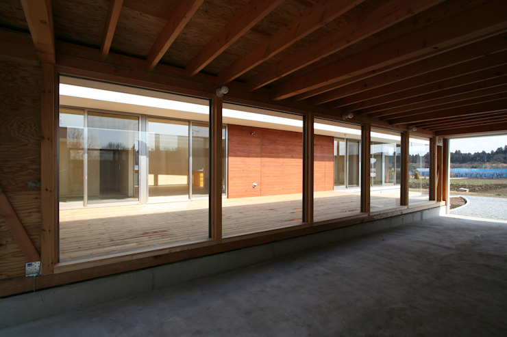 愛車を眺める住まい ミニマルデザインの ガレージ・物置 の STUDIO POH ミニマル