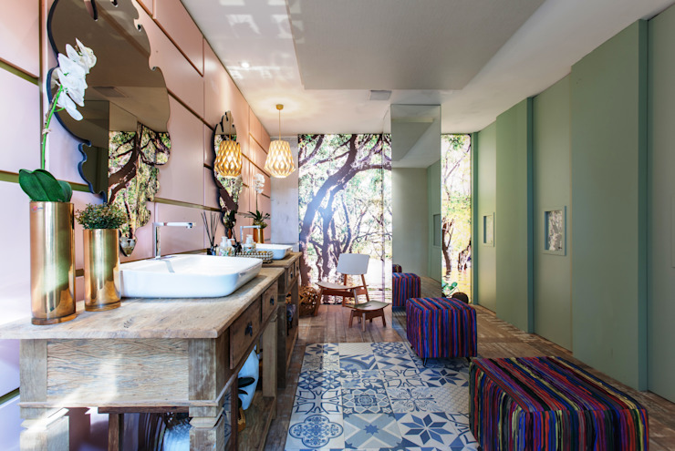 Tropical style bathrooms by Orlane Santos Arquitetura Tropical