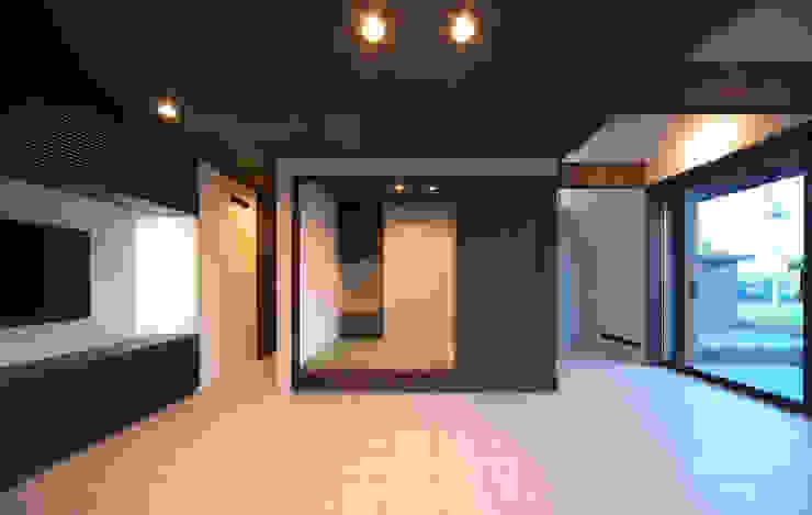 高気密高断熱の大屋根の家: STUDIO POHが手掛けた和室です。