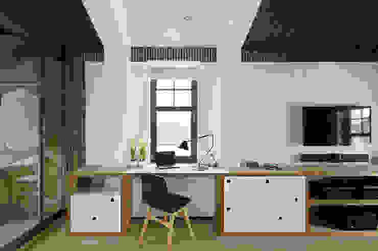 Skandinavische Arbeitszimmer von ZE|Workroom studio Skandinavisch