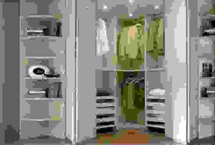 cabina armadio ad angolo di studio design d'interni Frigerio Lisa Moderno