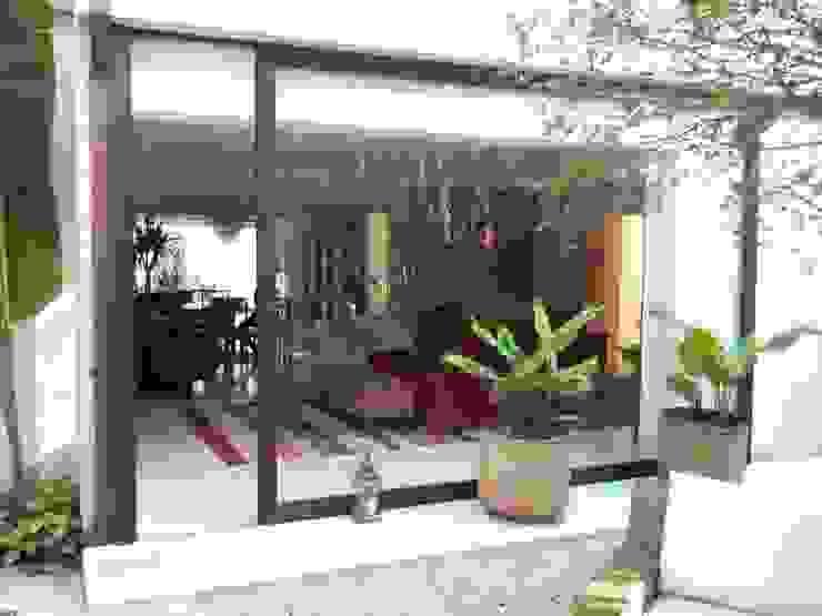 CASA EM SÃO PAULO Salas de estar modernas por Kika Prata Arquitetura e Interiores. Moderno