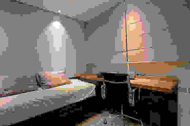 Modern Bedroom by Camila Bruzamolin - arquitetura Modern