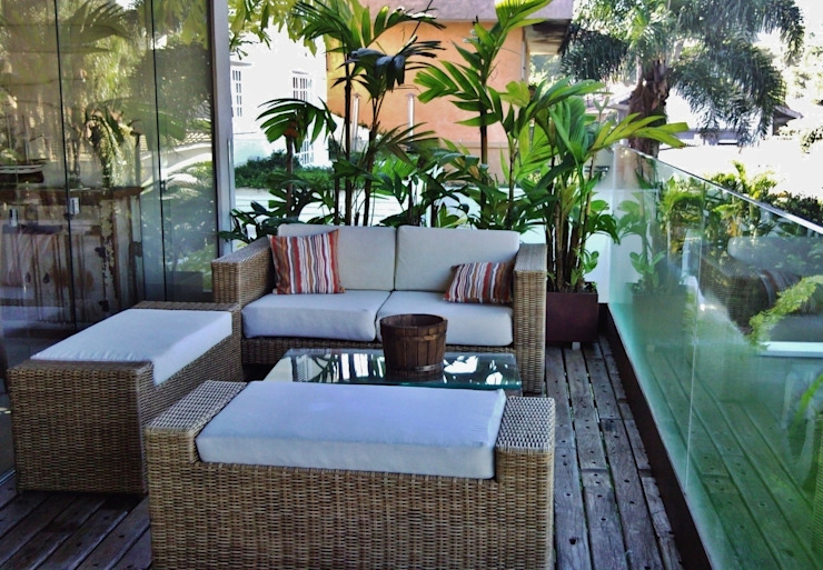 Balcones y terrazas de estilo tropical de Kika Prata Arquitetura e Interiores. Tropical