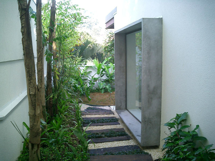 CASA EM SÃO PAULO Casas tropicais por Kika Prata Arquitetura e Interiores. Tropical
