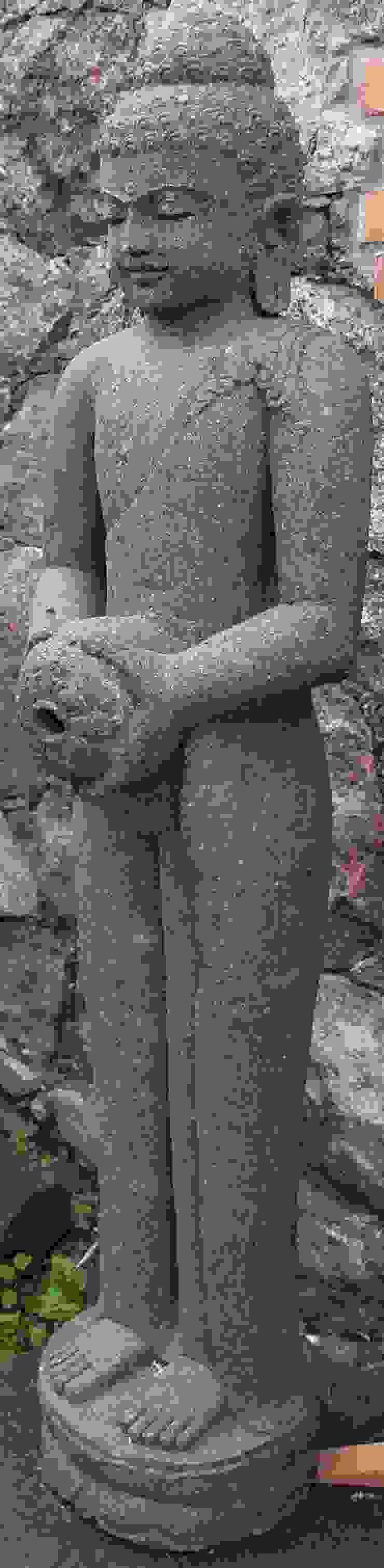 Buddha aus Lavastein für den Garten von Guru-Shop Asiatisch