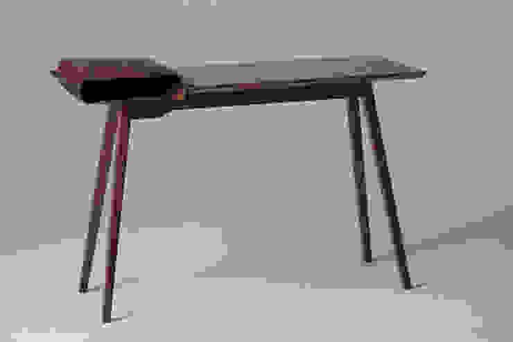 Leather Desk: modern  by Tortie Hoare, Modern
