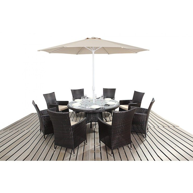 Bonsoni Round Dining Set 8 Piece - - Includes a Large Glassed Top Circular Table, Eight Chairs and a Parasol Rattan Garden Furniture por homify Clássico