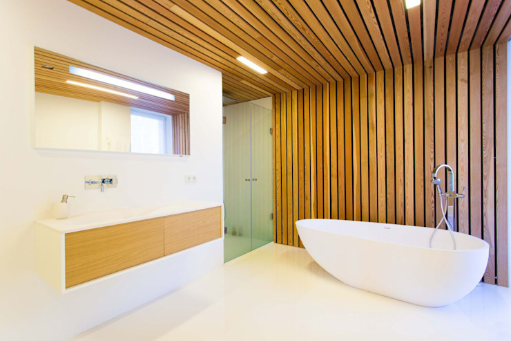 Scandinavian style bathroom by ALEXANDER ZHIDKOV ARCHITECT Scandinavian