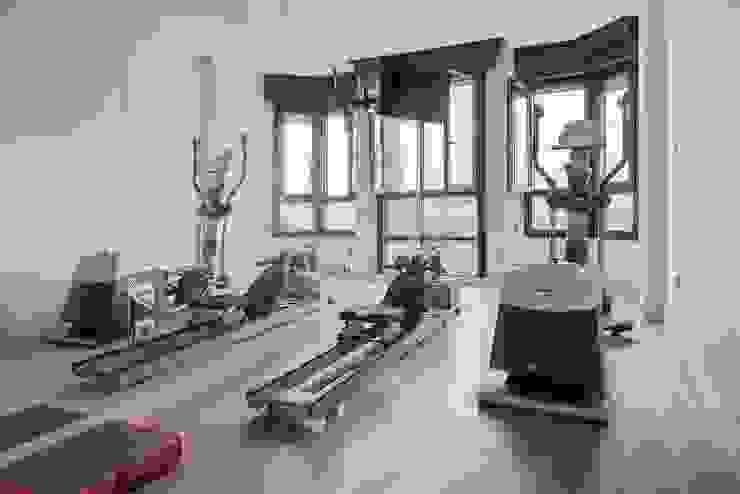 Minimalistischer Fitnessraum von SILVIA REGUERA INTERIORISMO Minimalistisch
