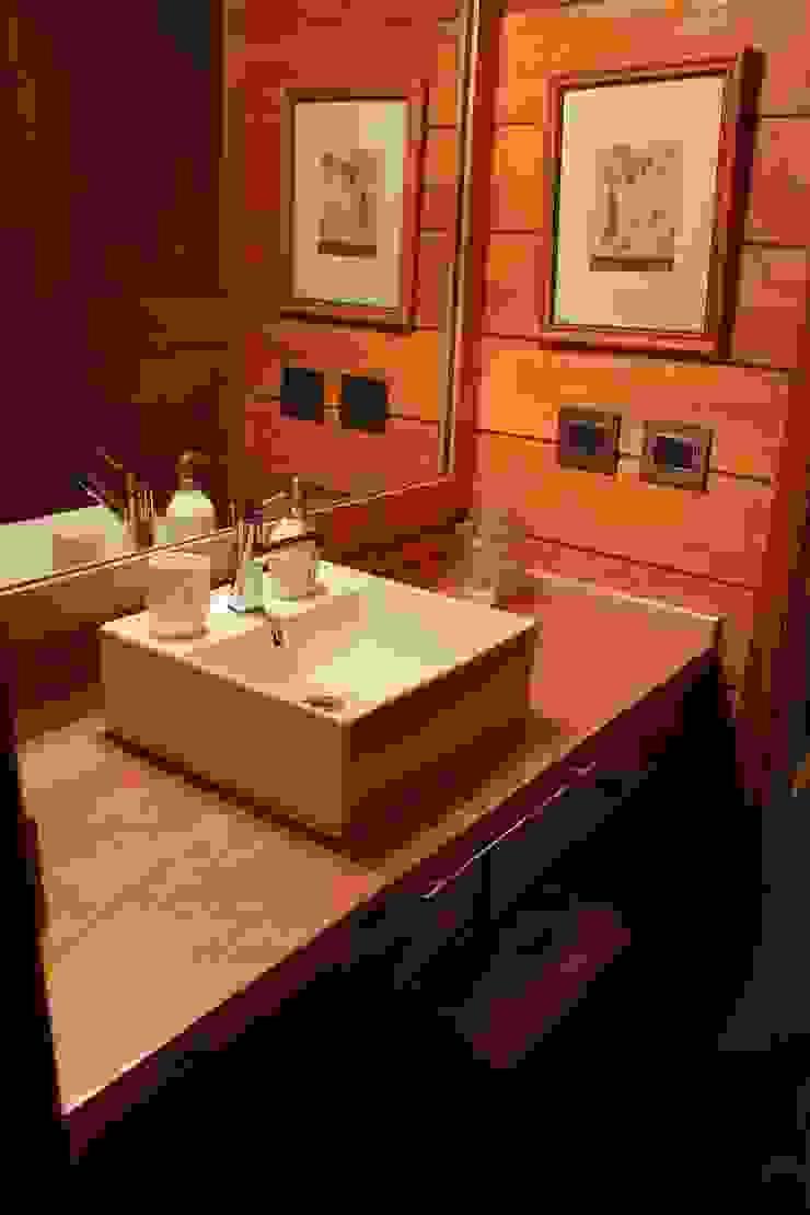 Modern bathroom by Aguirre Arquitectura Patagonica Modern