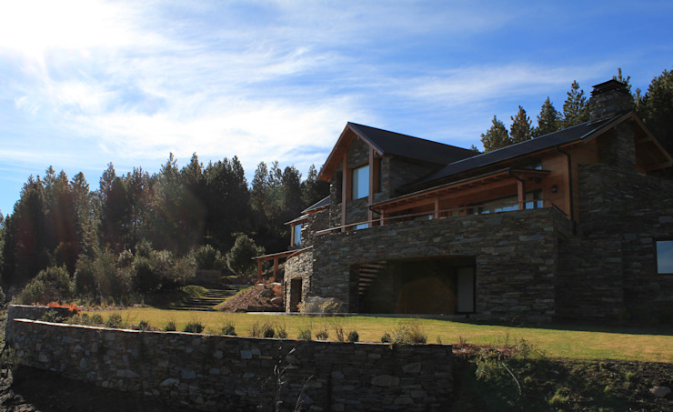 Modern houses by Aguirre Arquitectura Patagonica Modern
