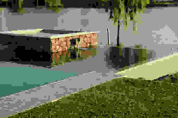 Eclectic style pool by PARQUEARTE Piscinas como iconos de diseño. Eclectic