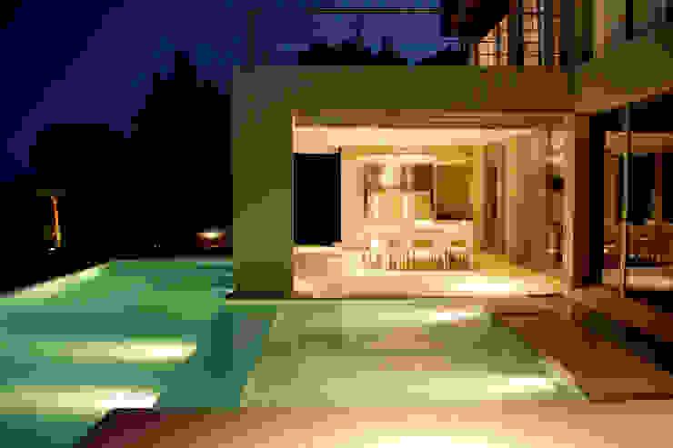 Piscina nocturnas Piletas minimalistas de PARQUEARTE Piscinas como iconos de diseño. Minimalista