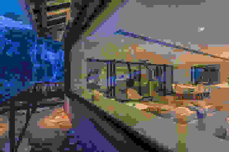 Окна и двери в стиле модерн от Chevallier Architectes Модерн
