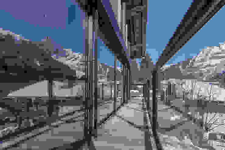 Chevallier Architectes Balcone, Veranda & Terrazza in stile moderno