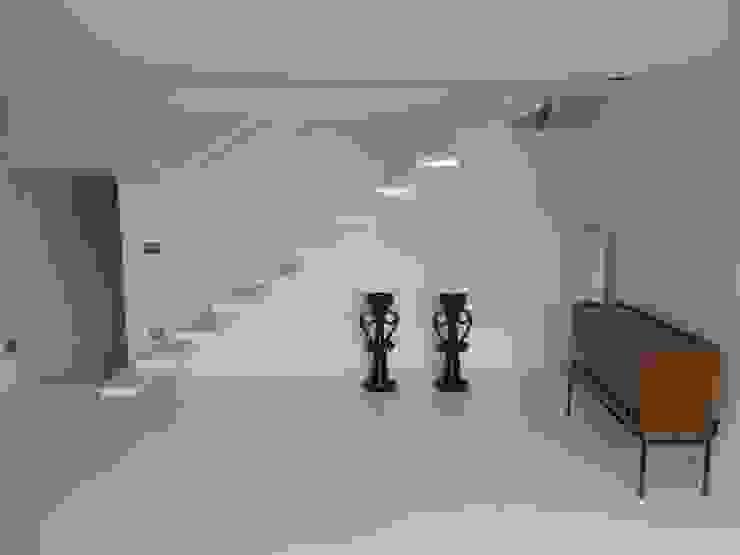 fferrarinirsm di ferrarini fabio 現代風玄關、走廊與階梯