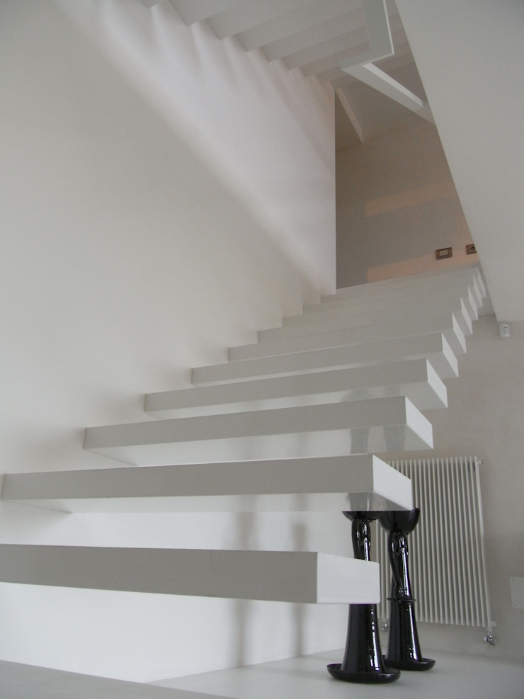 Modern corridor, hallway & stairs by fferrarinirsm di ferrarini fabio Modern