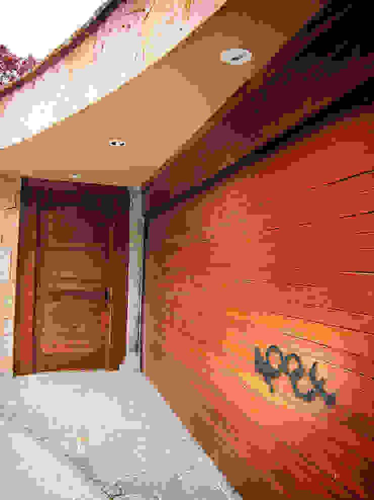 Fenêtres & Portes rustiques par CONSTRUCTORA ARQOCE Rustique