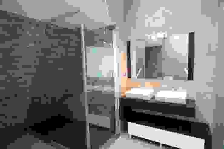 P309_2007 Quinta da Luz Quintas Ílhavo - www.vitoria.com.pt Casas de banho ecléticas por José Vitória Arquitectura Eclético