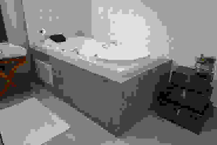 Banheira Banheiros modernos por Renato Lincoln - Studio de Arquitetura Moderno