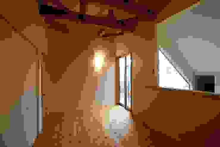 H邸-主寝室 北欧スタイルの 寝室 の 株式会社sum design 北欧