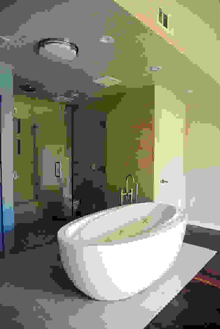 OC Home Decor, Irvine, Orange County 2015 Baños modernos de Erika Winters® Design Moderno