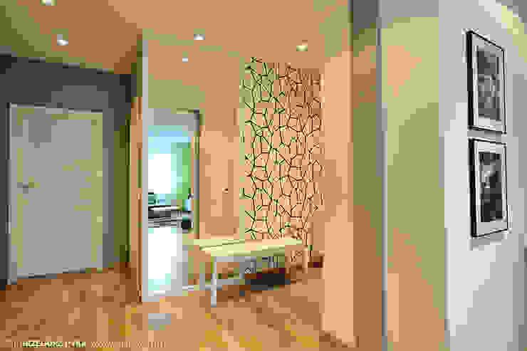 mieszkanie z Bolkiem i Lolkiem Projekt Kolektyw Sp. z o.o. Skandynawski korytarz, przedpokój i schody