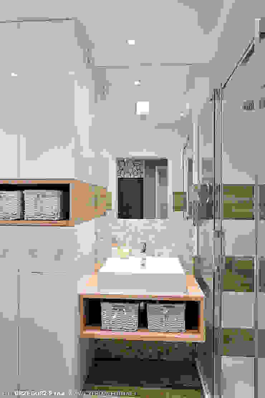 mieszkanie z Bolkiem i Lolkiem Projekt Kolektyw Sp. z o.o. Skandynawska łazienka