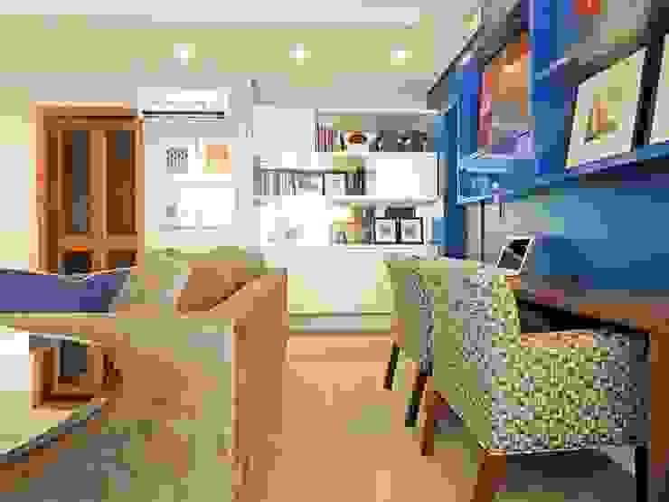 LIVING VS – MENINO DEUS / PORTO ALEGRE Ambientta Arquitetura Salas de estar ecléticas