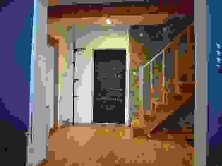 dom 150m2: styl , w kategorii Korytarz, przedpokój zaprojektowany przez Projekt Kolektyw Sp. z o.o.,Rustykalny