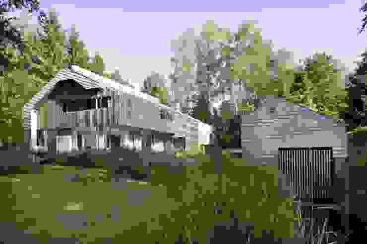Seeansicht mit Bootshaus architekt stephan maria lang Skandinavische Häuser