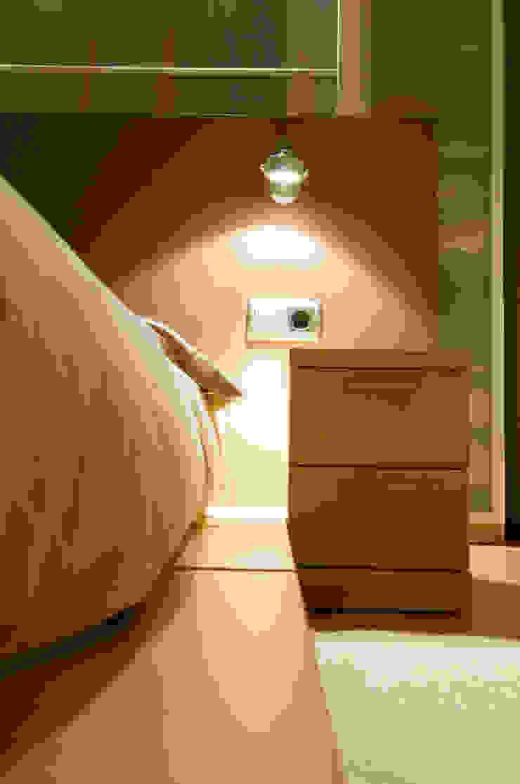Marron Dormitorios de estilo escandinavo de Cardellach Interior & Events Escandinavo