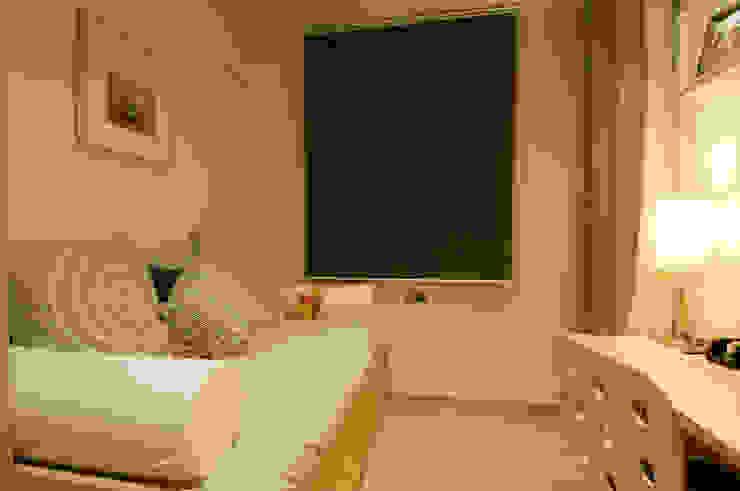 Marron Dormitorios infantiles de estilo escandinavo de Cardellach Interior & Events Escandinavo