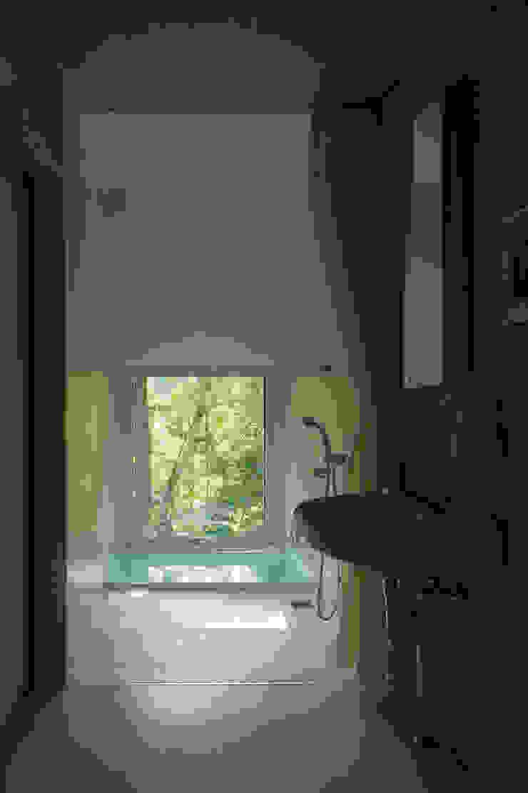 Nowoczesna łazienka od アカサカシンイチロウアトリエ/Akasaka Shin-ichiro Atelier Nowoczesny