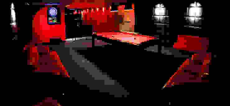 pokój bilardowy Minimalistyczny pokój multimedialny od atoato Minimalistyczny
