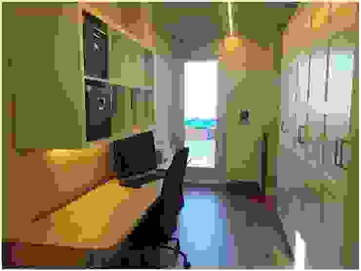 Madera Pasillos, vestíbulos y escaleras de estilo escandinavo de Cardellach Interior & Events Escandinavo