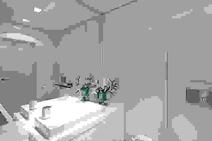 Dom na Różanym Potoku Nowoczesna łazienka od Neostudio Architekci Nowoczesny