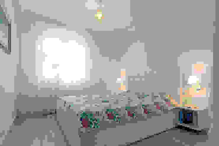 Dom na Różanym Potoku Nowoczesna sypialnia od Neostudio Architekci Nowoczesny