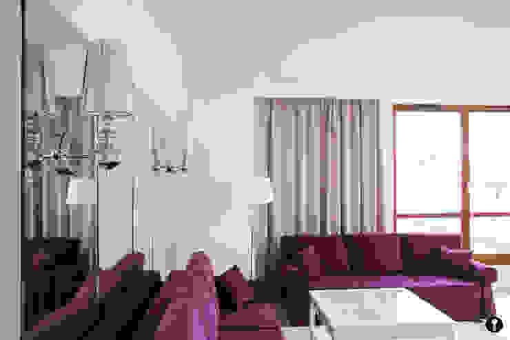 Modern living room by Urządzamy pod klucz Modern