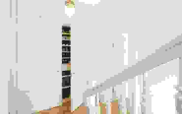 Schuhschrank Flur Moderner Flur, Diele & Treppenhaus von Schmidt Holzinger Innenarchitekten Modern